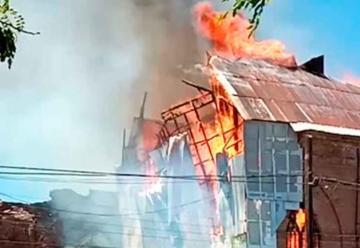 Incendio destruye histórica iglesia San Francisco de Curicó