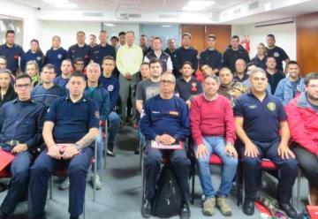 Howard Hill brindó una disertación para bomberos voluntarios de Argentina