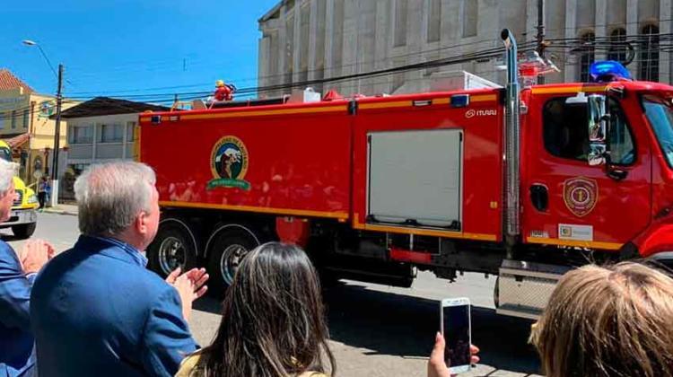 El cuerpo de bomberos de Lautaro realizó presentación de nuevo carro aljibe