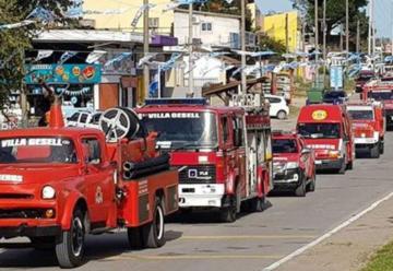 Cierran los festejos por los 50 años de Bomberos con un desfile