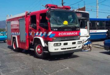 Chocaron un autobomba y dos colectivos en Salta