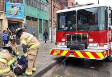 Choque entre camión de bomberos y bus en Bogotá
