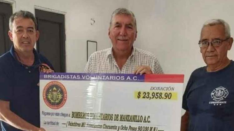 Entregan donativo económico a Bomberos Voluntarios de Manzanillo