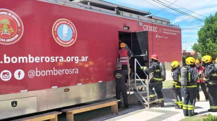 "Llegó a La Carlota el ""CEMEC"" para bomberos voluntarios"