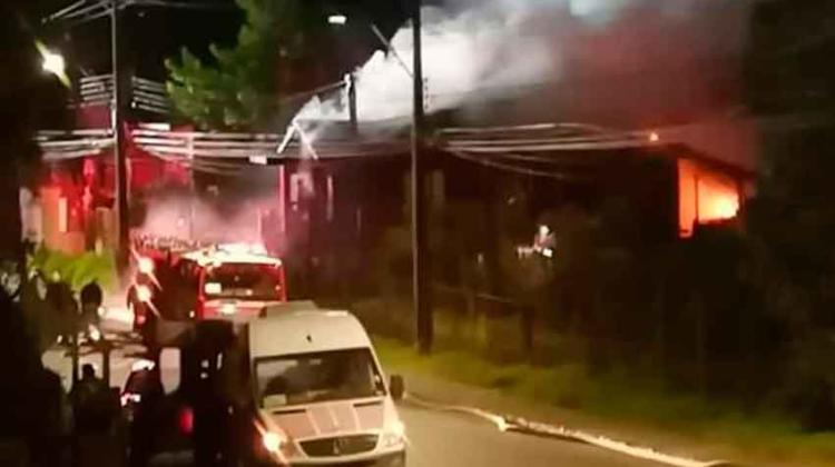 Un hombre atacó a bomberos cuando fueron a combatir un incendio