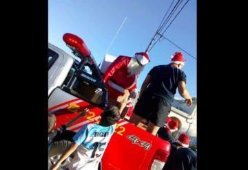Bomberos de Jáuregui tuvieron la «Vuelta de Papá Noel»