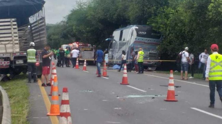 Muere bombero de Cali mientras atendían accidente