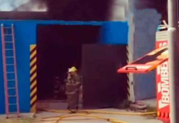 Incendio en una fábrica de pinturas en Hurlingham