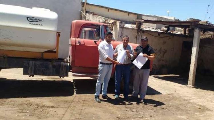 Bomberos Santa Isabel recibe la donación de camión cisterna