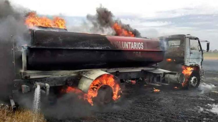 Se incendió un camión de Bomberos Voluntarios de Alejandro Roca