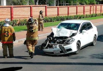 Militar chocó su vehículo contra camión de Bomberos