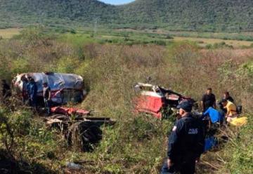 Volcadura de camión de Bomberos en Tacuichamona