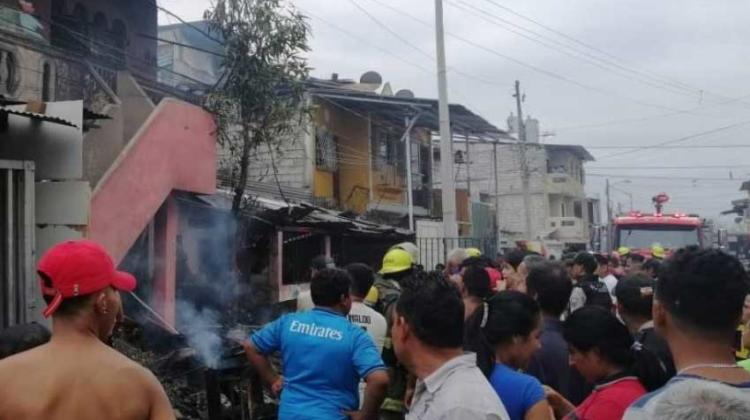 Robaron equipos de bomberos mientras controlaban incendio