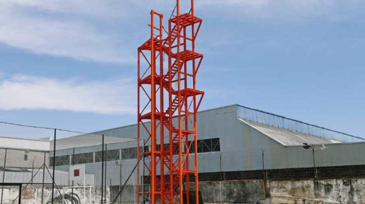 Bomberos cuentan con una torre de entrenamiento