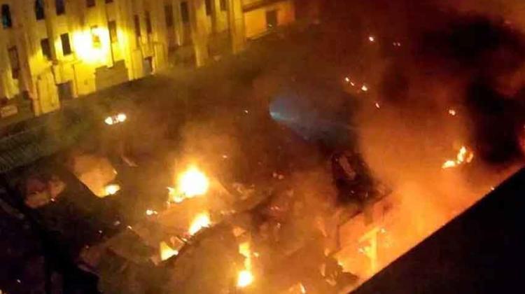 Incendio consume galerías en el centro de Lima