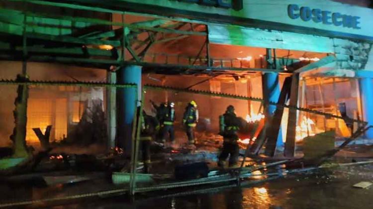 Incendio destruye sucursal de automotora en Rancagua