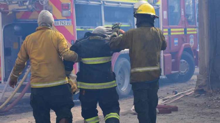 Se recuperan los bomberos de Allen y Cervantes afectados en incendio