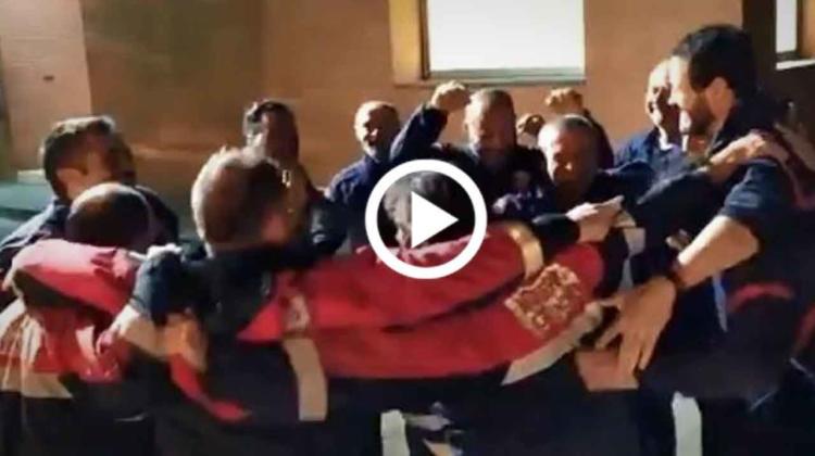 Así despiden los bomberos a un compañero que se jubila