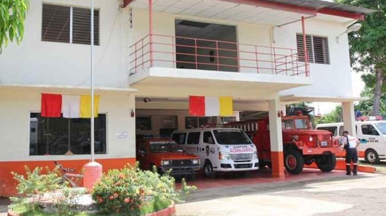 Cierran estación de Bomberos en Guararé para demolerla
