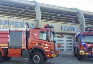 El Aeropuerto de León adquiere dos nuevos camiones de bomberos