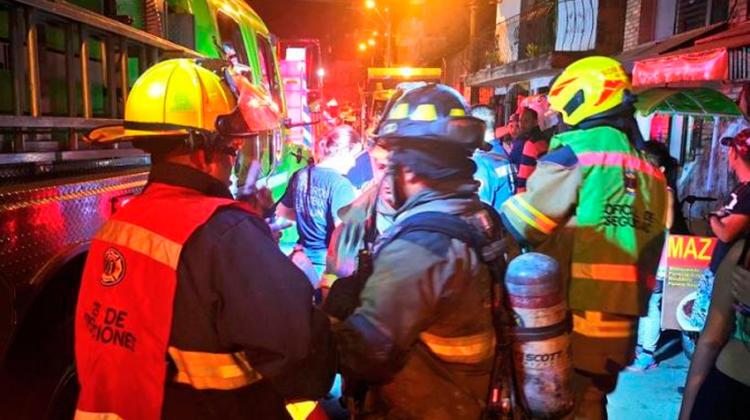 Incendio en Medellín dejó cinco bomberos lesionados