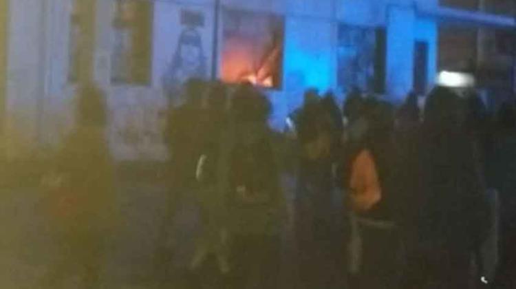 Incendian Gobernación de Llanquihue y agreden a Bomberos