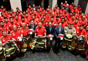 La Embajada de USA dona trajes y equipamiento a Bomberos del Perú
