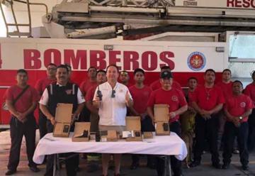 Cadena hotelera dona equipos para los bomberos