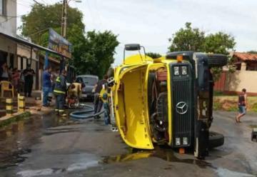 Camión de Bomberos Voluntarios volcó en Luque