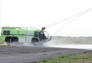 Moderna máquina de bomberos para el Aeropuerto Samario