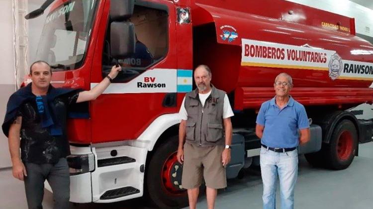 Bomberos Voluntarios de Rawson tienen nuevo camión cisterna