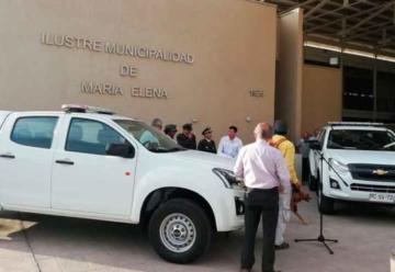 Bomberos de María Elena reciben dos nuevas camionetas