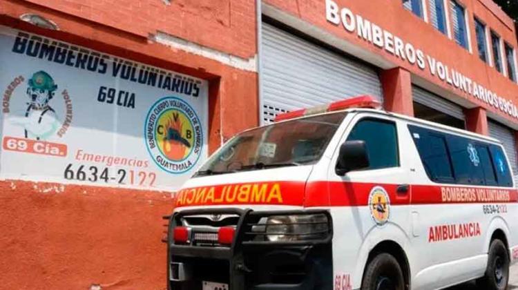 Dos bomberos y un obrero quedan en cuarentena tras muerte de dos extranjeros