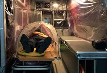 Bomberos diseñan cápsula para pacientes con coronavirus