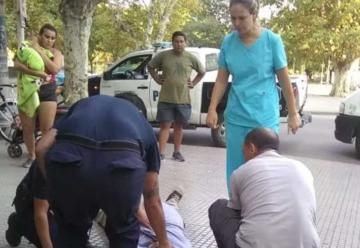 Se descompensó en la calle y un bombero le practicó RCP