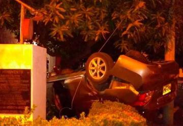 Camioneta se estrelló contra estación de bomberos de Valledupar