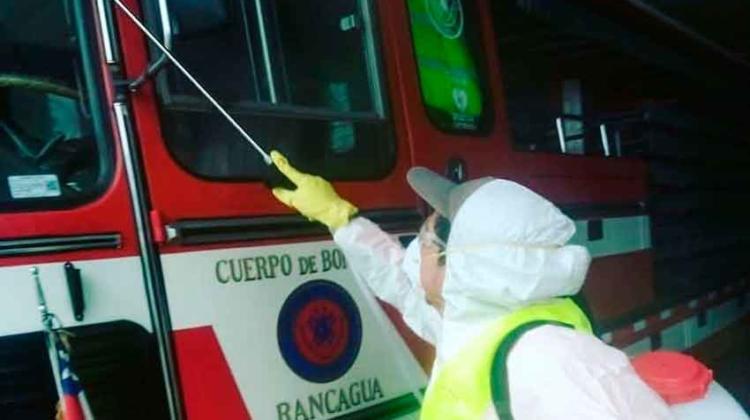 Descontaminan carros y cuarteles del Cuerpo de Bomberos de Rancagua