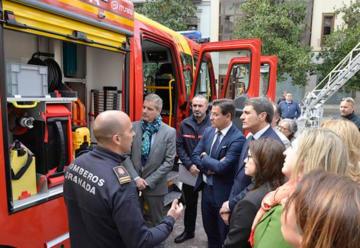 Granada estrena dos vehículos de bomberos