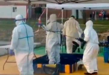 Bomberos habilitan estación de descontaminación de ambulancias