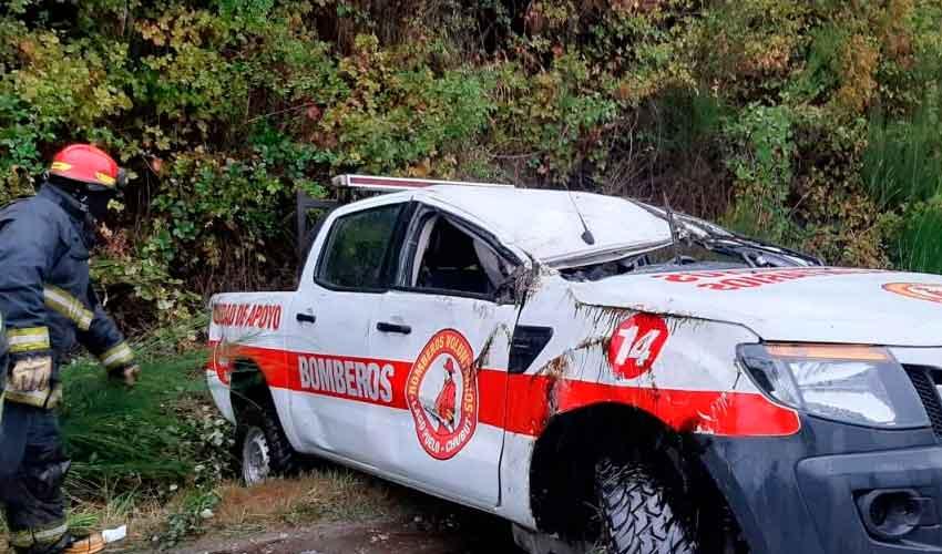 Un móvil de Bomberos de Lago Puelo sufrió un vuelco
