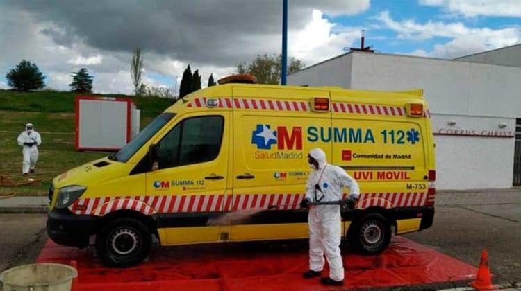 Bomberos han desinfectado ambulancias y vehículos sanitarios