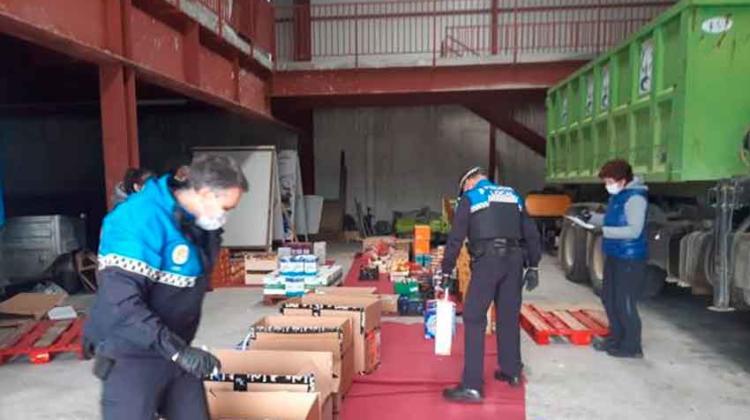 Bomberos voluntarios de Medina de Pomar reparten comida