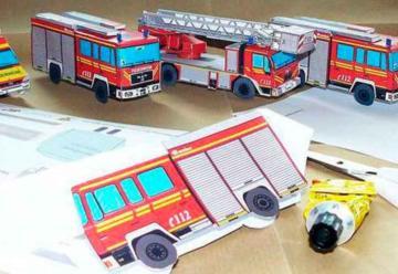 Bomberos ofrecen maquetas de sus vehículos para que los niños las monten