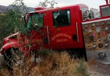 Camión de Bomberos choca contra auto cuando iba a apagar incendio