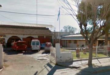 Hisopado a una bombero y el cuartel de Cinco Saltos está aislado