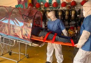 Bomberos de Zitácuaro crean cápsula de aislamiento por Covid-19