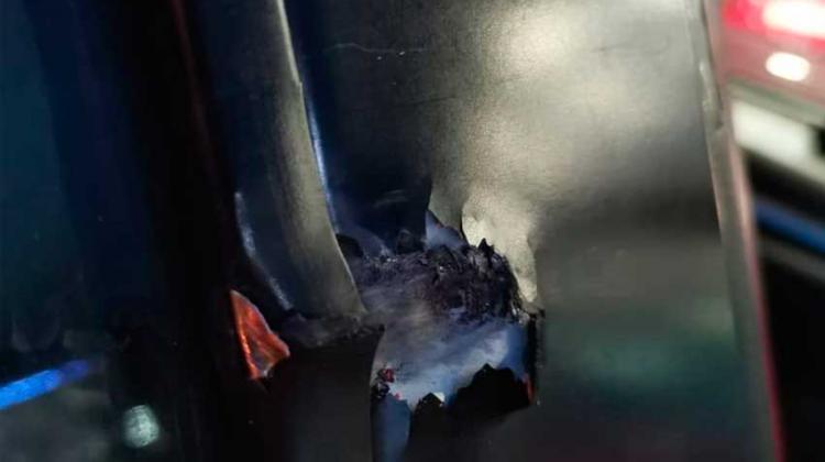 Móvil acudía a un llamado de incendio y recibió un impacto de bala
