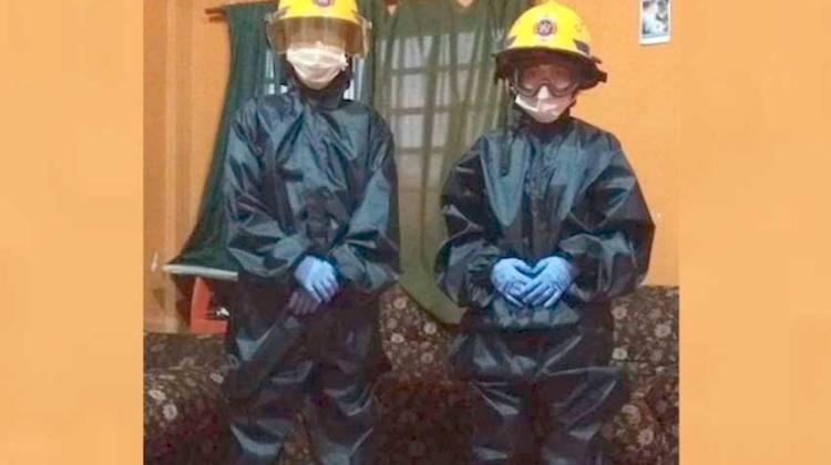 Bomberos Voluntarios espantan a curiosos con sus trajes
