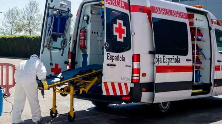 """España: """"La gente se está muriendo sola en sus casas"""""""