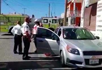 Bomberos iban a sofocar incendio pero chocan con vehículo